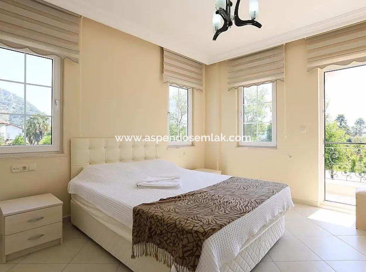 Dalyan Satılık Villa Dalyan Gülpınarda 500M2 Arsa İçin Köşebaşıda 4+1 Satılık Villa