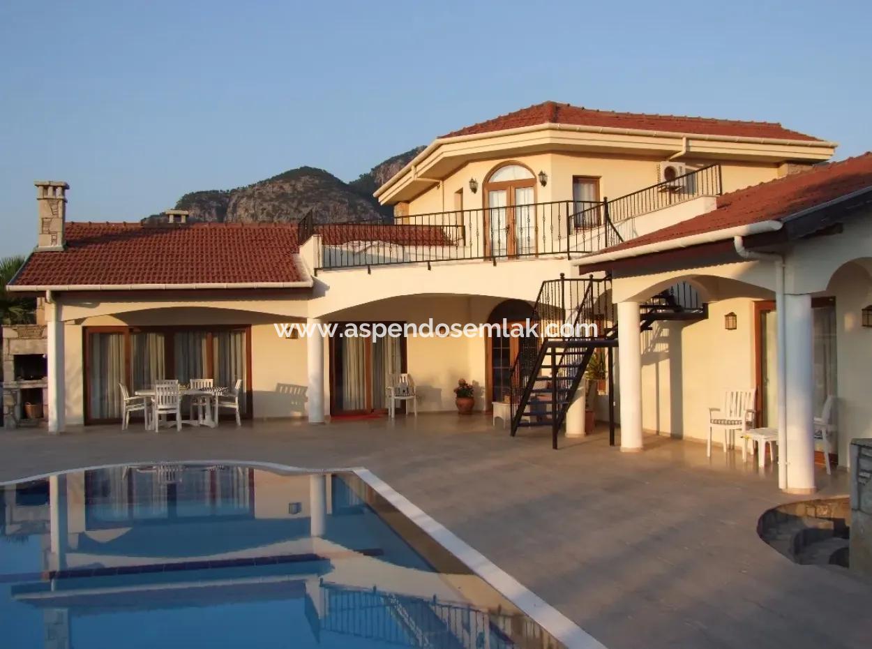 Dalyanda Satılık Villa Dalyan İztuzu Plaj Yolunda Satılık Villa