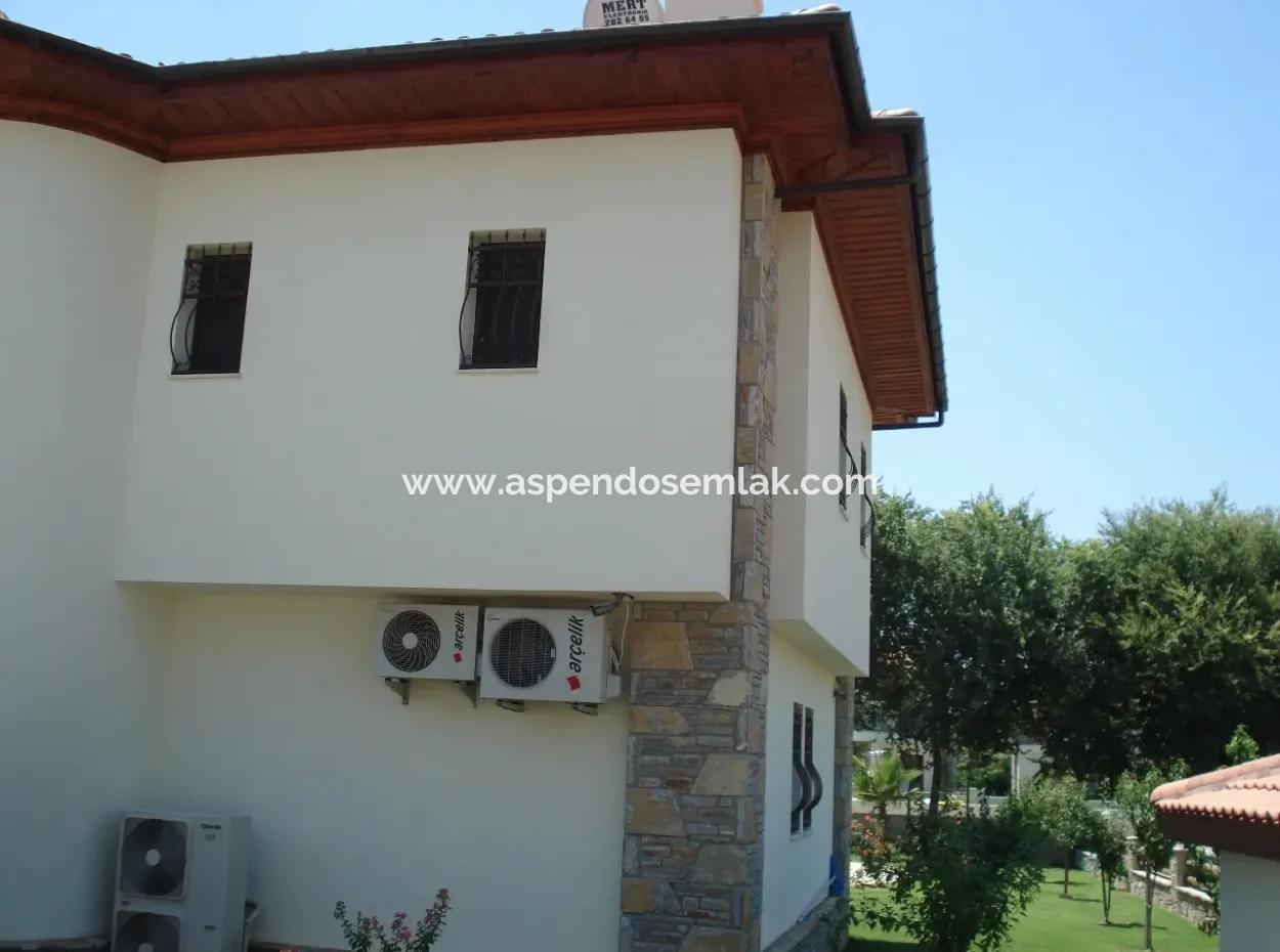 Dalyan'Da Satılık Villa Dalyan Gülpınarda  800M2 Arsa İçerisinde 4+1 Salık Lüks Villa