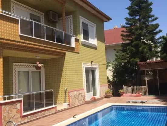 Alanya Telatiye Mahallesi Konaklı Mevkiinde Denize Yakın Köşebaşı 338M2 Arsa İçerisinde Satılık Villa