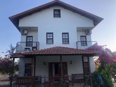 Dalyan Satılık Villa 1000M2 Arsa İçinde 3 Cephesi Yol Köşebaşı Satılık Villa